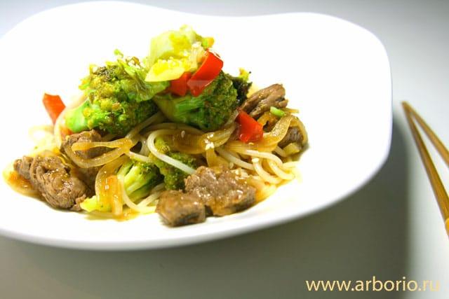 Лапша с говядиной и овощами - фото