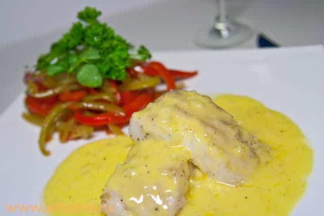 Рыба с соусом из сливочного масла - фото