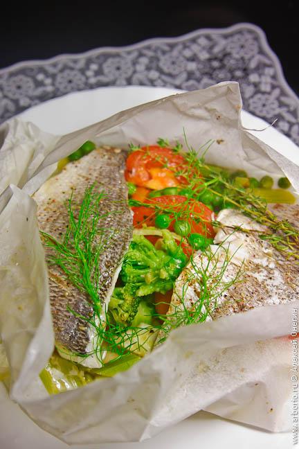 Филе рыбы, запеченное в пергаменте - фото