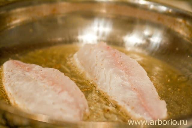 Рыба со сливочным соусом и креветками - фото