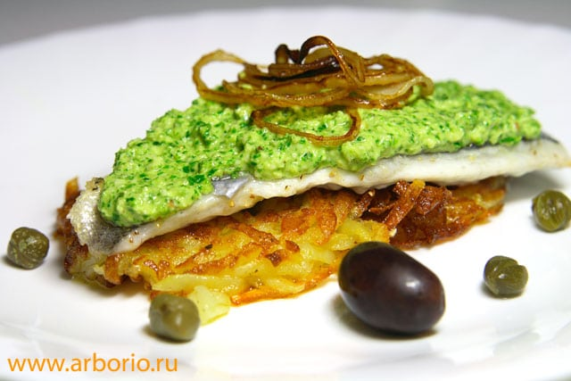 Жареная рыба с миндалем и петрушкой - фото