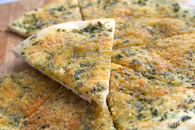 Лепешки с зеленью и сыром - фото