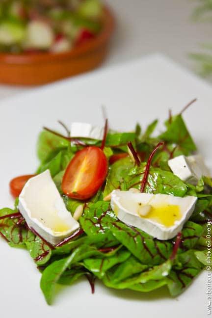 Салат из мангольда и козьего сыра - фото