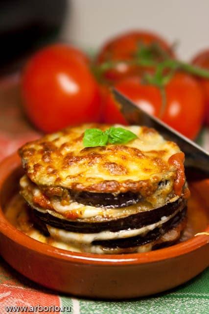 Запеченные баклажаны с сыром моцарелла - фото