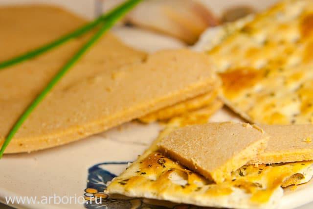 Норвежский сыр из сыворотки - фото