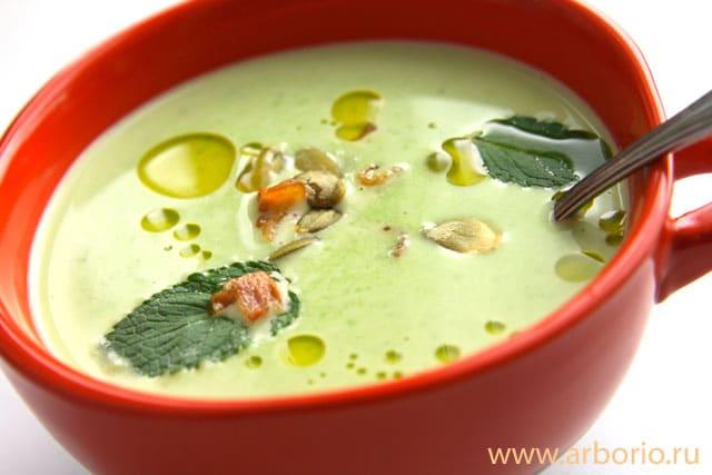 Суп из зеленого горошка - фото