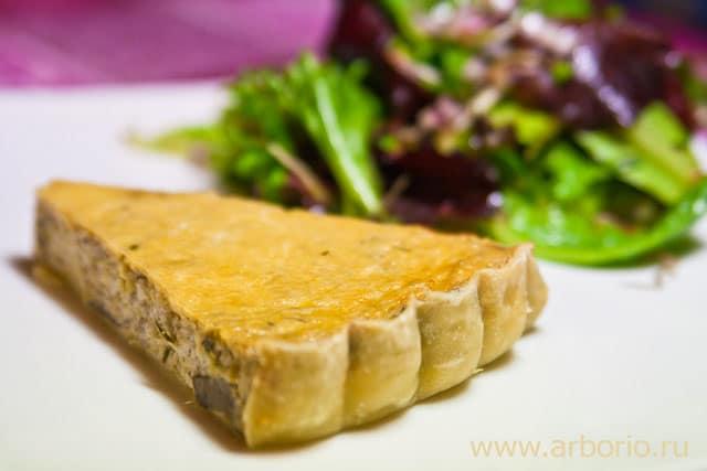 Лоранский пирог с грибами и пореем - фото