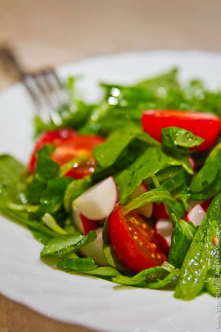 Салат из молодого редиса - фото