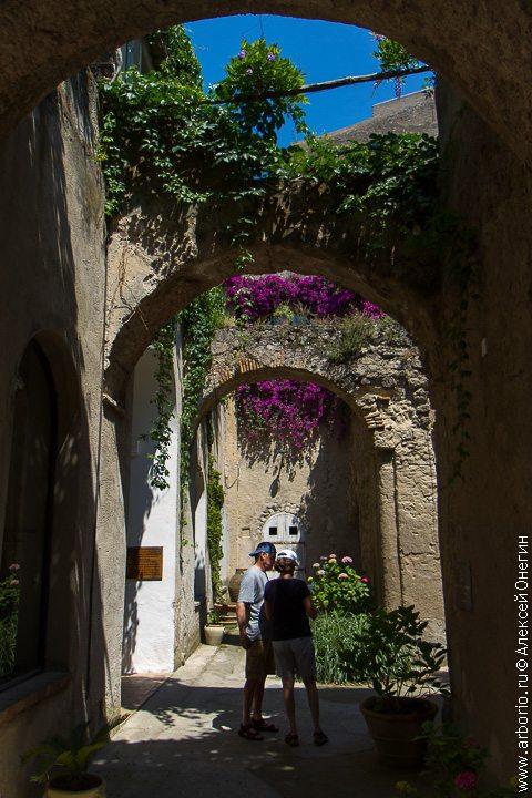 Арагонский замок - Искья Понте, Италия фото