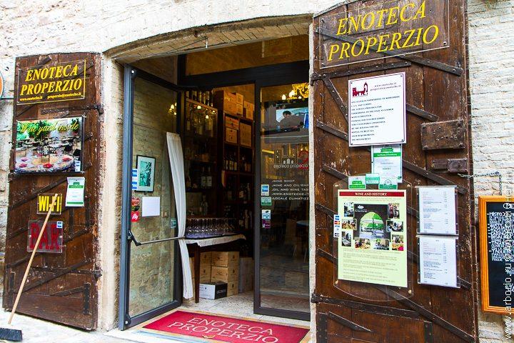 История одной энотеки - Спелло, Италия фото