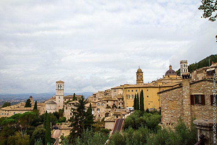 Город святого Франциска - Ассизи, Италия фото