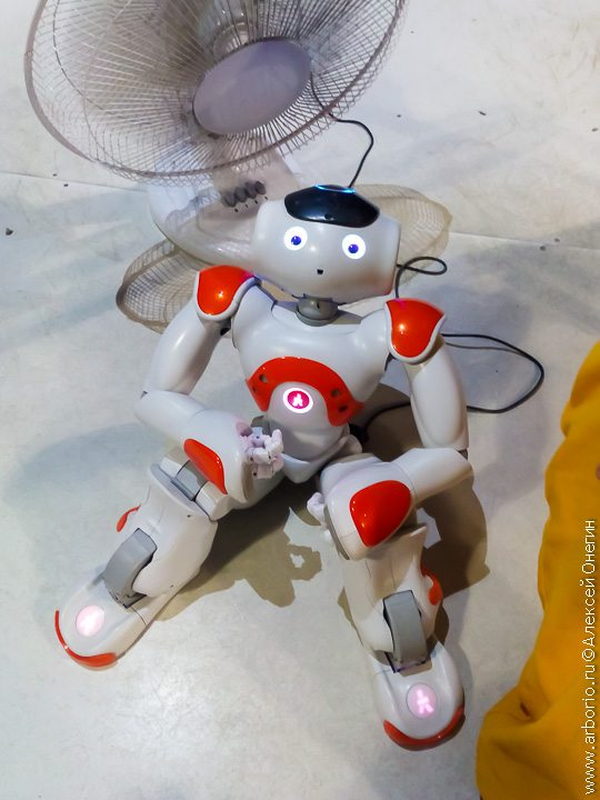Бал роботов: скучно, тесно, мало фото