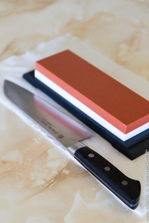 Как заточить нож с помощью водного камня - фото