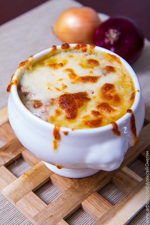 Французский луковый суп - фото