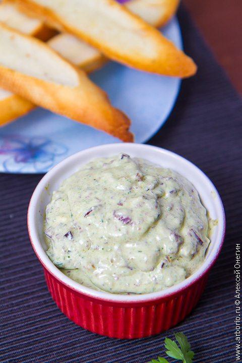 Намазка из сыра с оливками - фото