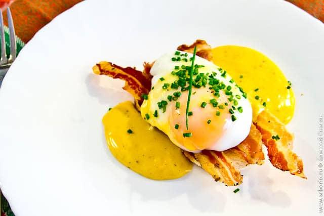 eggs benedict Яйца по бенедиктински.