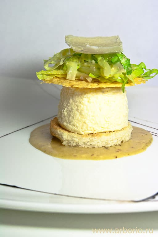 Подача салата цезарь