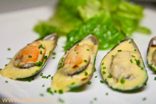 mussels mornay sauce 2 Мидии, запеченные под соусом Морнэ.