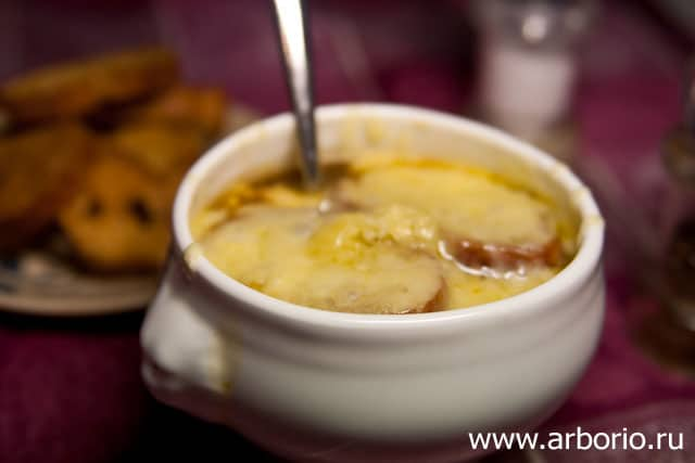 onion soup 8 Луковый суп.